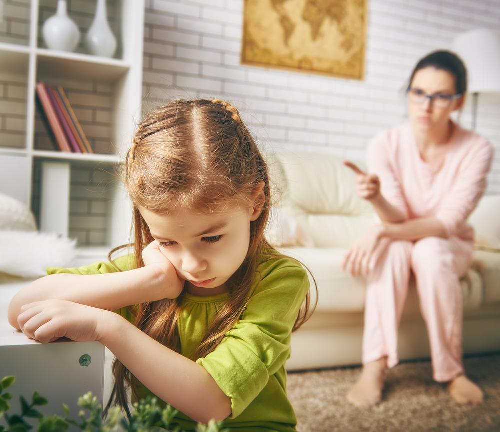 Мать ругает ребенка фото Равновесие