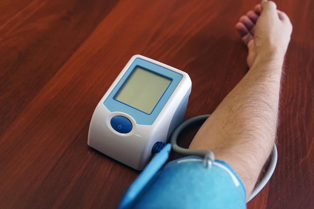 Измерение давления врачом наркологом на дому фото клиника Равновесие